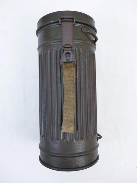 Wehrmacht Gasmaskendose / Gasmaskenbüchse mit Trägername