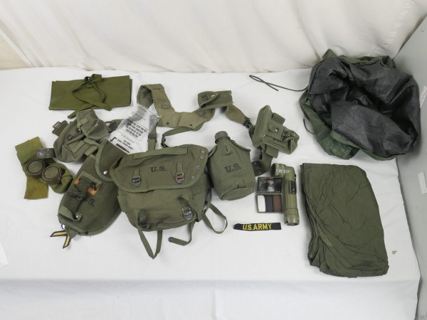 Typ M-1956 webbing US Army Vietnam Sturmgepäck - Pistol Belt Bags Pouches Cover Torch Patches uvm-Co