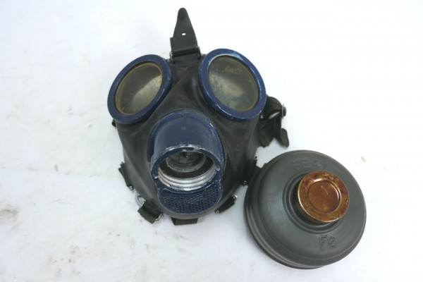 Wehrmacht Gasmaske 1944 Schutzmaske mit Filter FE41 und Beriemung btc clf blau #3