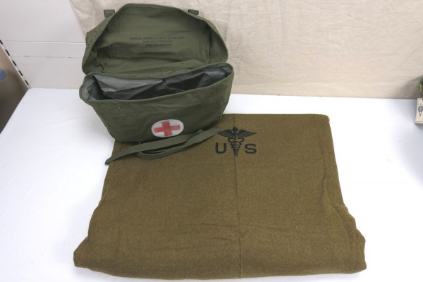 US Pack Field Cargo M-1945 Medic Tasche + Wool virgin Blanket Aesculab US Decke Sanitäter #2