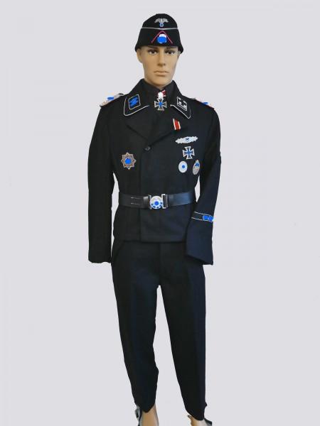 Uniformensemble Sturmbannführer Joachim Peiper Panzerjacke Panzerhose Schiffchen LSSAH Leibstandarte