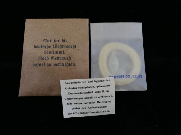 Wehrmacht Kondom für Soldaten im Papierbriefchen mit Beipackzettel (418)