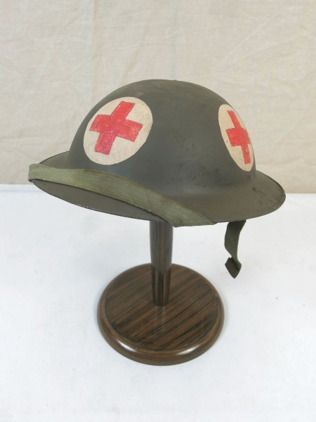 Typ WW2 Sanitäter Tellerhelm Britisch Stahlhelm Gr.57 mit Kinnriemen British Army