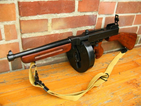 US Army Thompson 1921 Deko Modell Filmwaffe