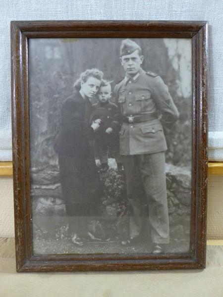 Grosses Foto Soldat und Familie in Holzrahmen hinter Glas 34x45cm