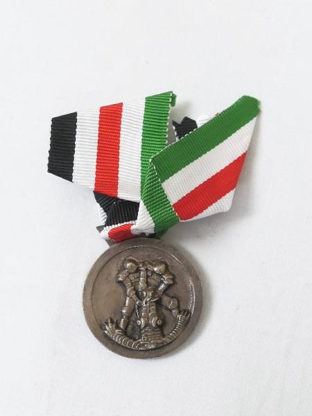 Medaille für den italienisch-deutschen Feldzug in Afrika am Band Feldzugsmedaille