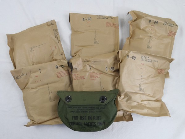 US Vietnam Carrier Riot Control Agent Mask 1969 / Gasmaskentasche