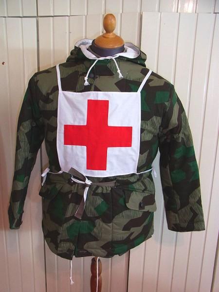 Wehrmacht Sanitäter medic red cross Uniform Kennzeichnung Brust Rücken Rotkreuz