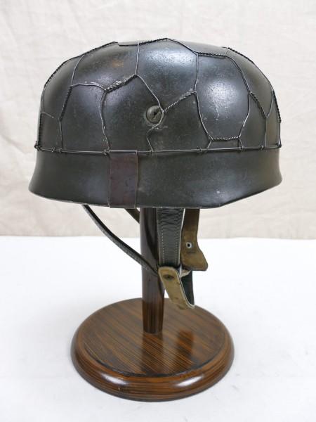 WW2 Fallschirmjägerhelm ET68 Luftwaffe FJ Stahlhelm aus Museums Ausstellung