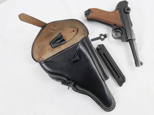 WW2 Wehrmacht Pistole P08 Mauser mit Lederholster Reservemagazin + 08 Schlüssel / Deko