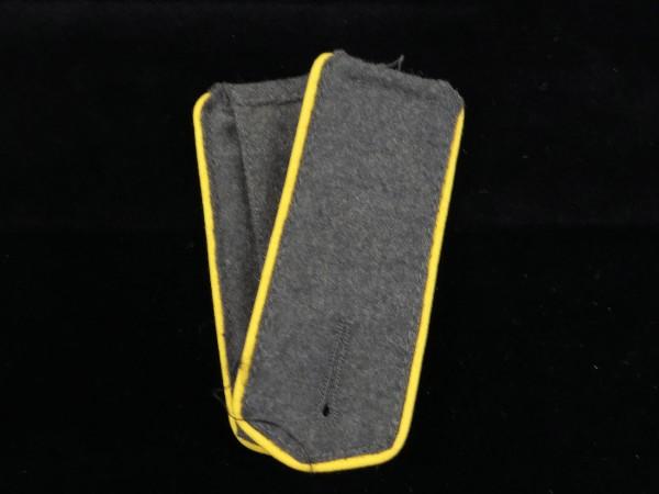 Schulterklappen 1. Weltkrieg feldgrau Unteroffizier / 1 Paar