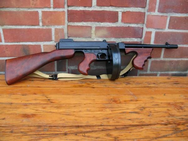 US Army Thompson M1928 Deko Modell Filmwaffe