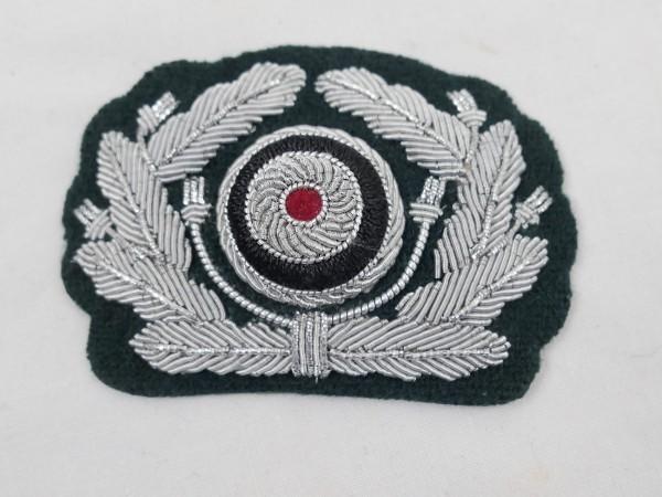 Effekten Eichenlaubkranz mit roter Kokarde Wehrmacht Schirmmütze Offizier auf M36 Unterlage Heer