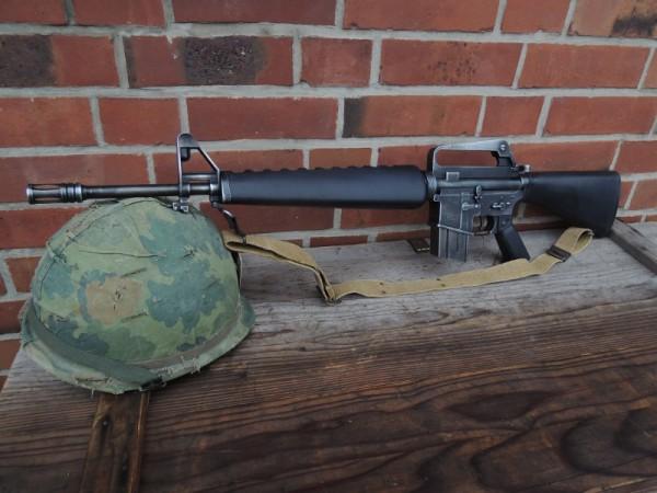 US M16 Sturmgewehr + Trageriemen antik Deko Modell Filmwaffe