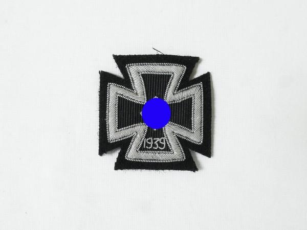 Eisernes Kreuz 1939 EK1 Silberfaden gestickt auf schwarzem Tuch