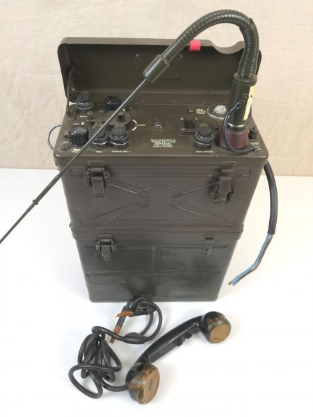 US Army WW2 Signal Corps FUNKGERÄT BC-1000 RADIO RECEIVER and Transmitter + Antenne + Hörer